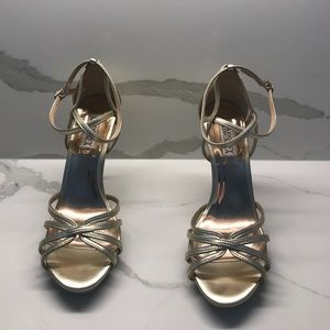 Bagdley Mischka Gold Leather 4 inch heels-size 8